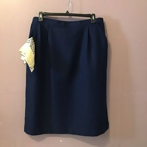 Carriage court fit navy skirt
